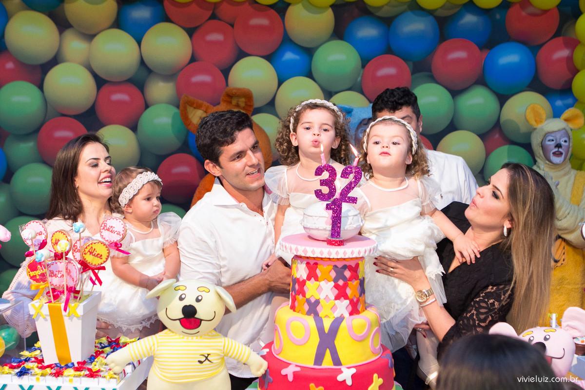 apagando vela do bolo na casa x brasilia