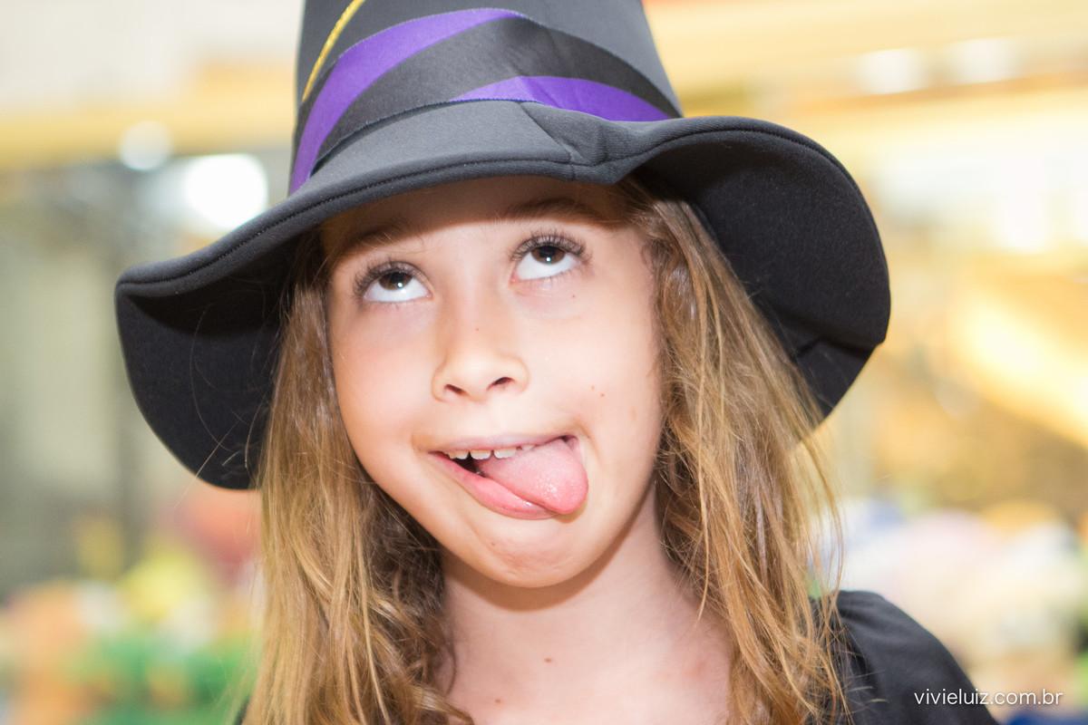 luisa de lingua de fora e seu chapéu de bruxa