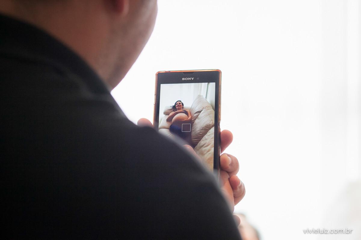 Foto de celular da grávida