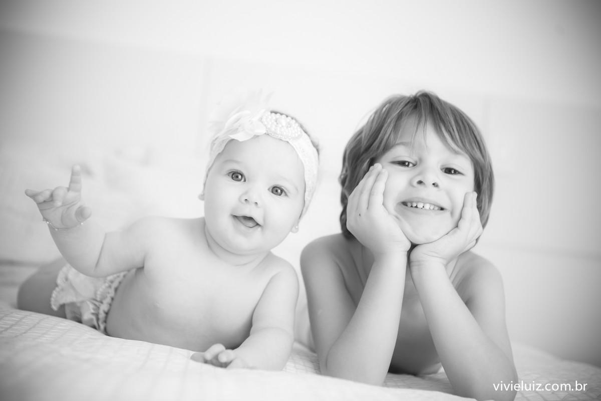 Irmãos sorrindo