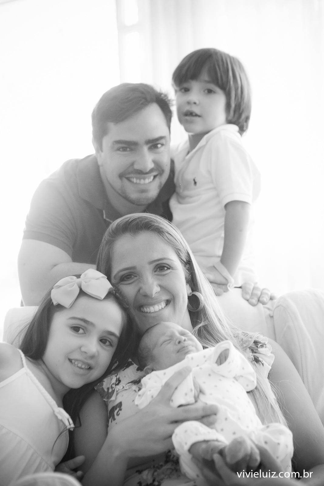 Família reunida com neném