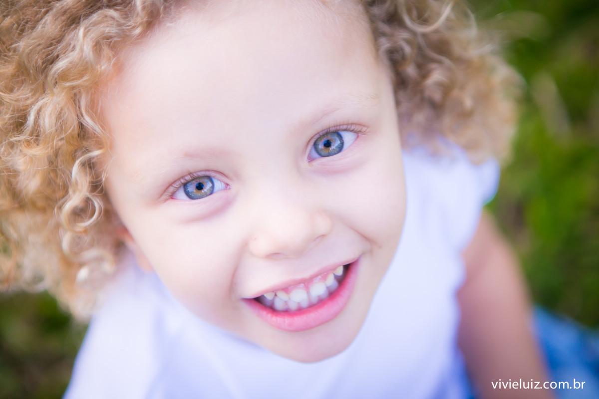 Menina de olho azul