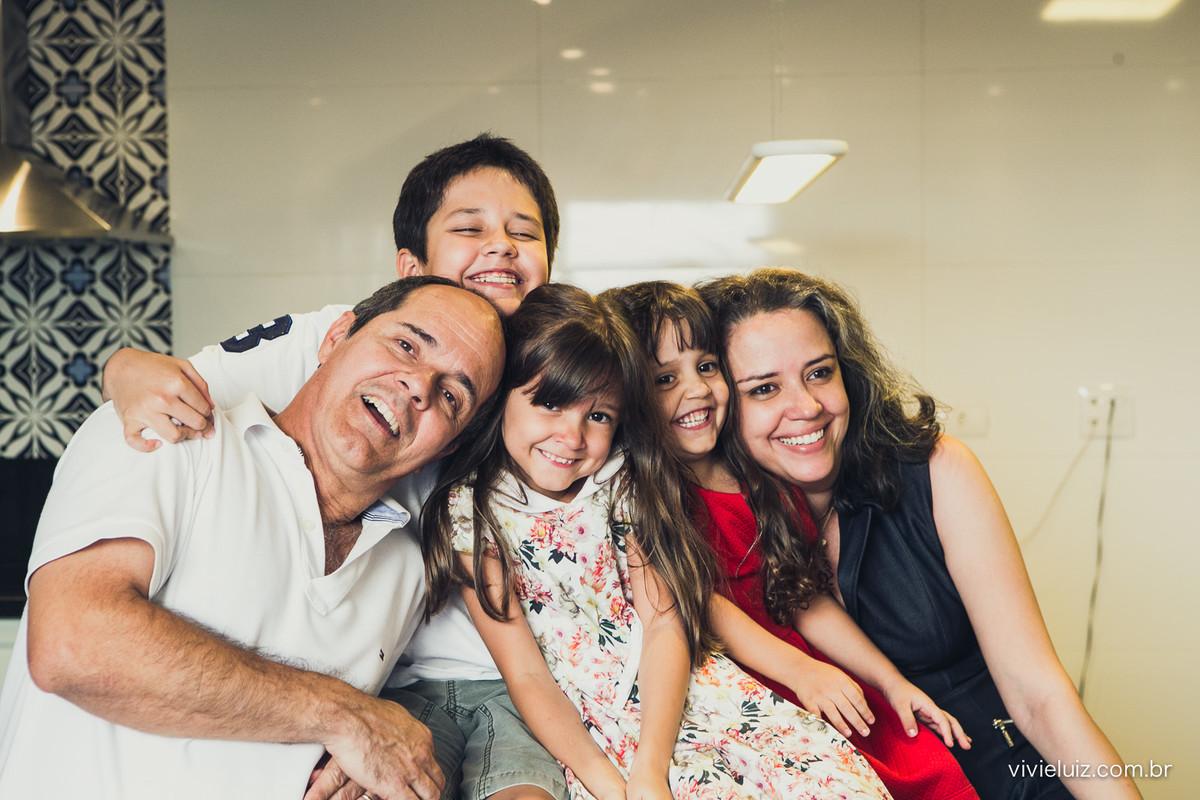 Família reunida na cozinha