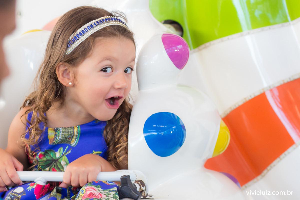 alice na roda gigante em seu aniversario