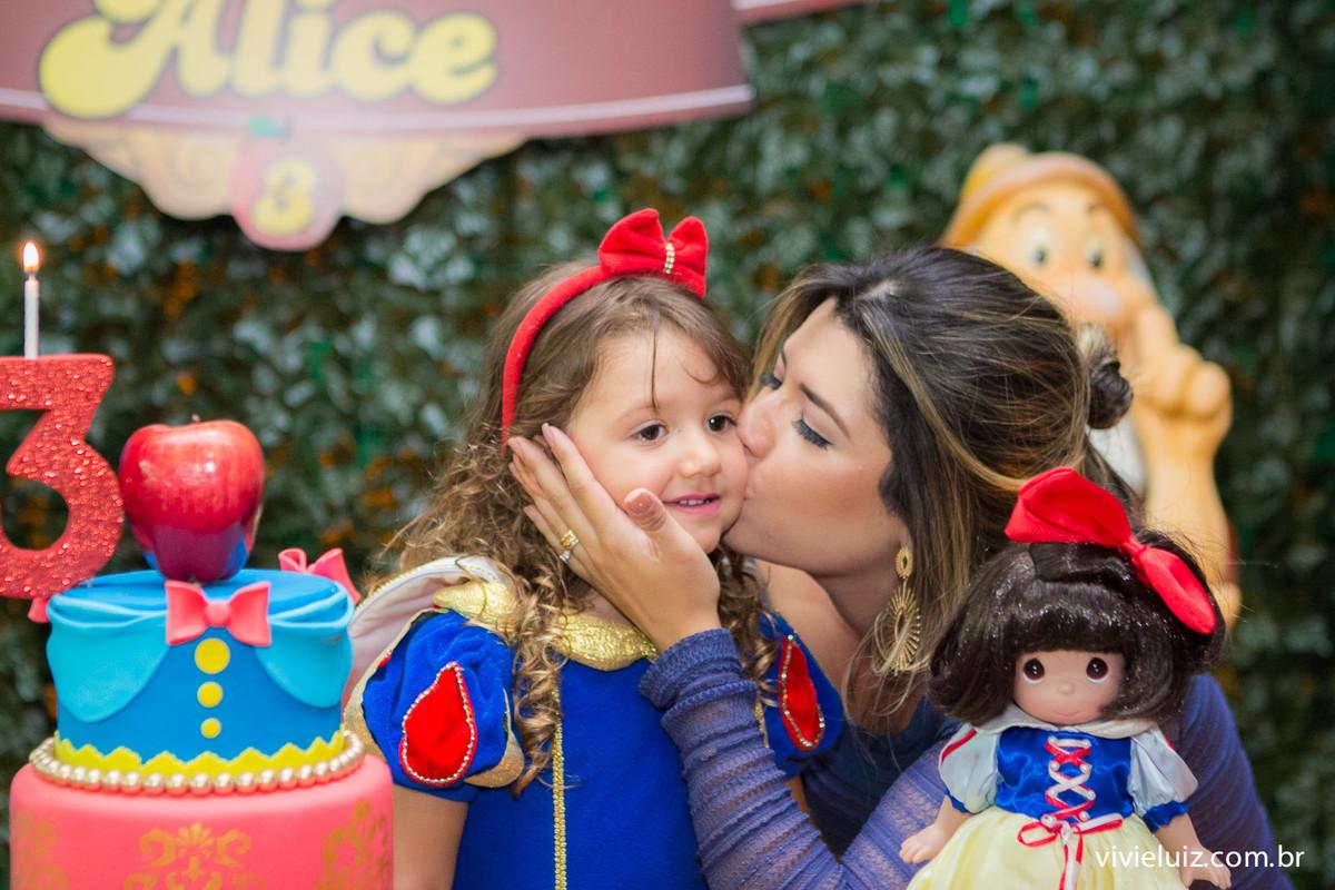 beijo da mae na aniversariante