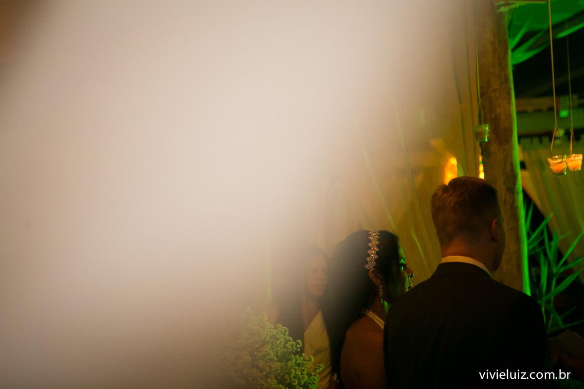 noivos no altar do oliver