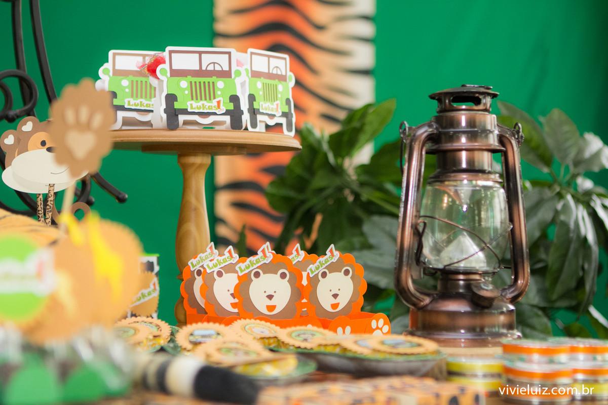 decoracao safari de festa infantil em brasilia com fotos da vivi e luiz fotografias no espaco cata-vento