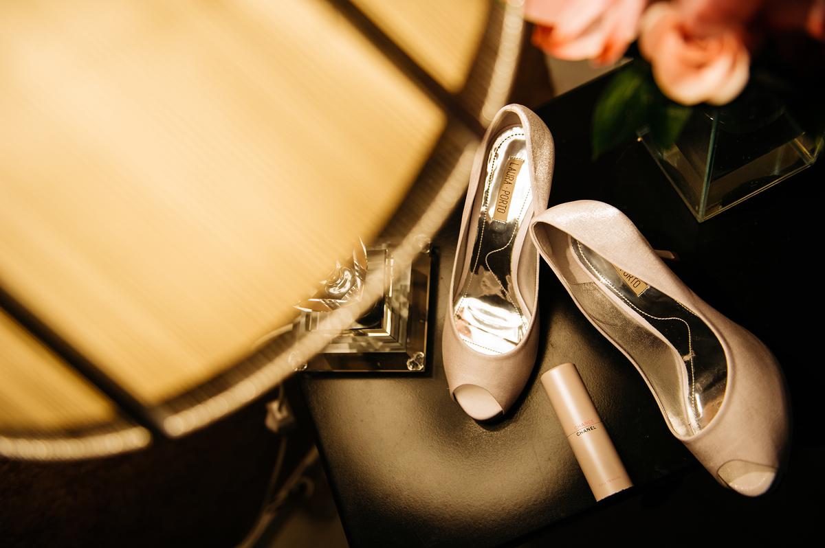 Detalhes do sapato da noiva