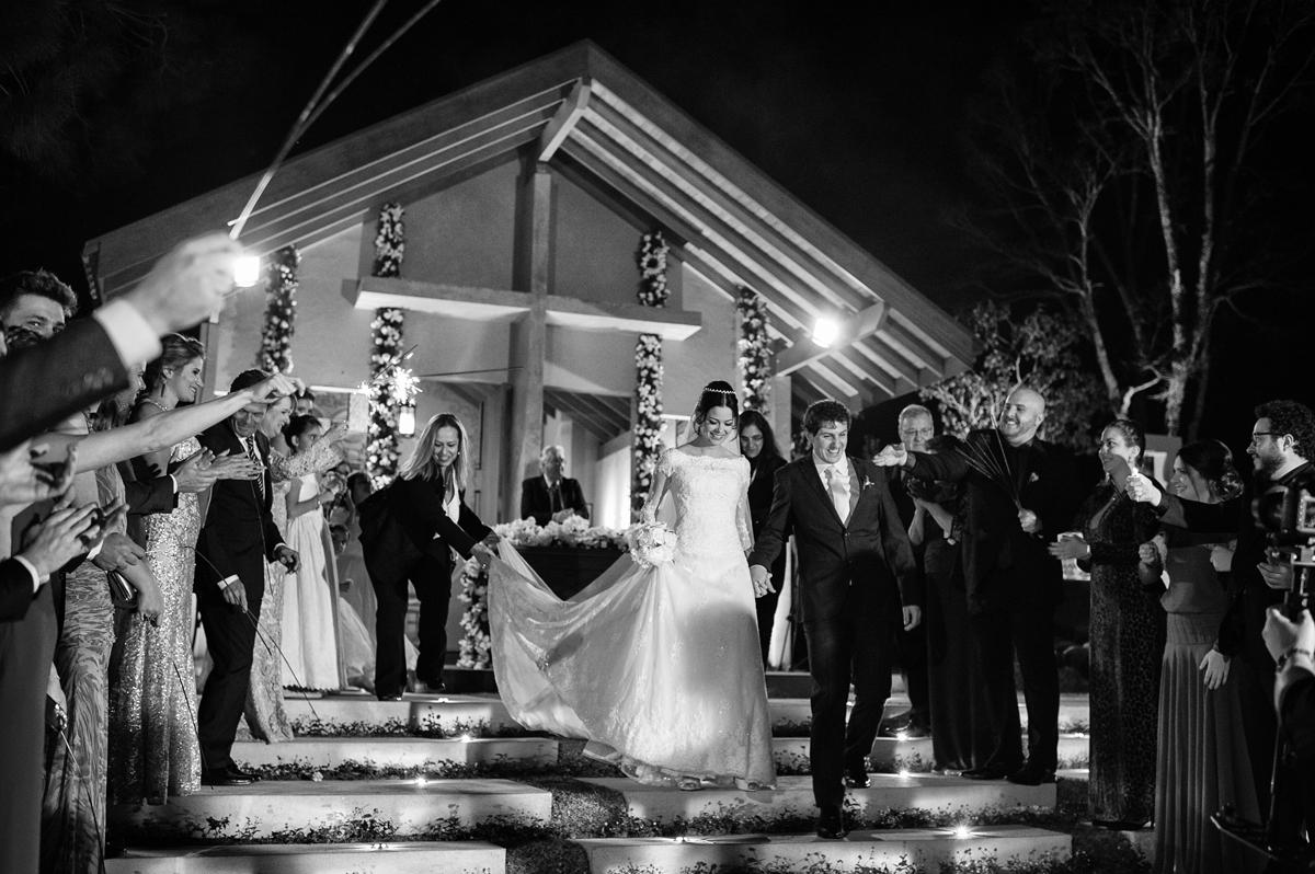 Cerimonial auxilia para a noiva descer as escadas