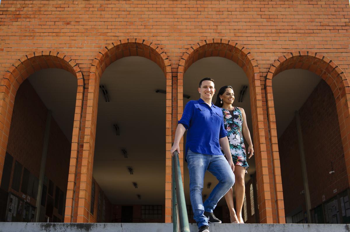 noivos deixam a faculdade juntos após ensaio