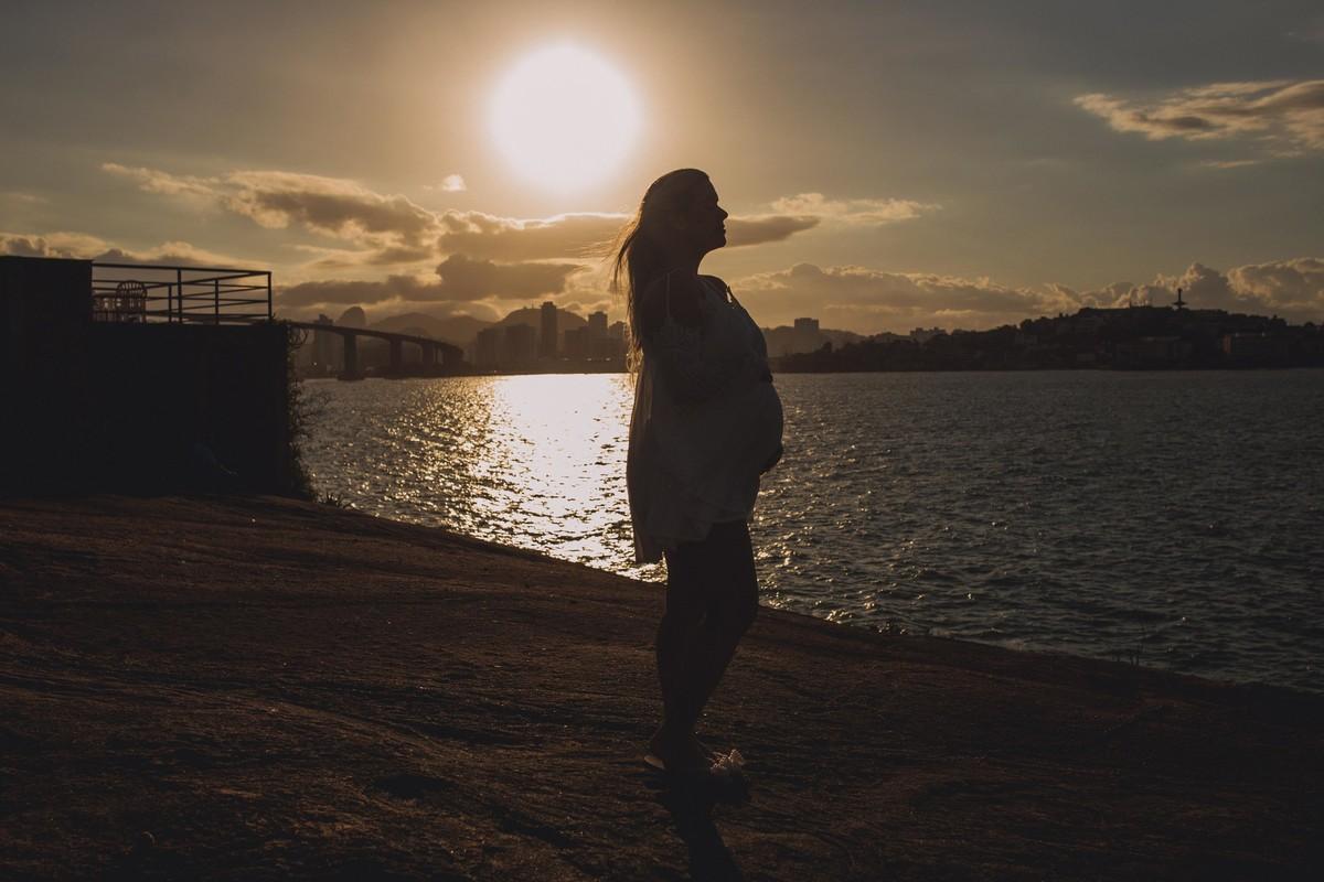 Gestante pregnant ensaio saudável book fotos vitória vila velha roupa leveza bebê gestação neném pôr sol Golden hour pousada farol  morro moreno loira