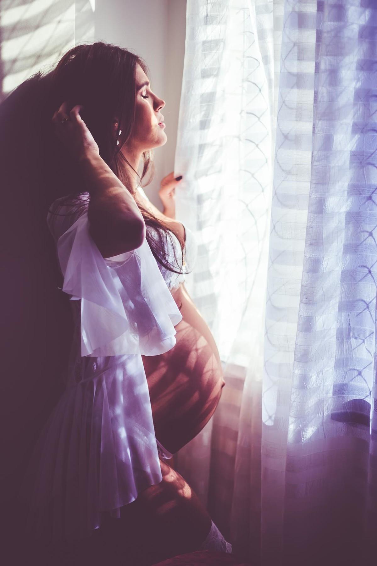 Gestante pregnant ensaio casa home saudável book fotos vitória vila velha lingerie roupa leveza bebê gestação neném Luana cecato