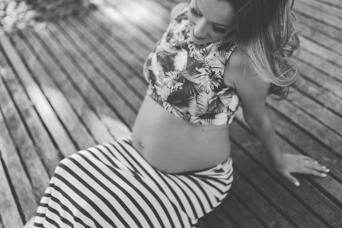 Gestante pregnant ensaio casa home saudável book fotos vitória vila velha roupa leveza bebê gestação neném por sol Golden hour ilha frade neném amor casal guarderia