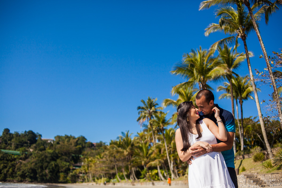 foto de casal na praia do iporanga