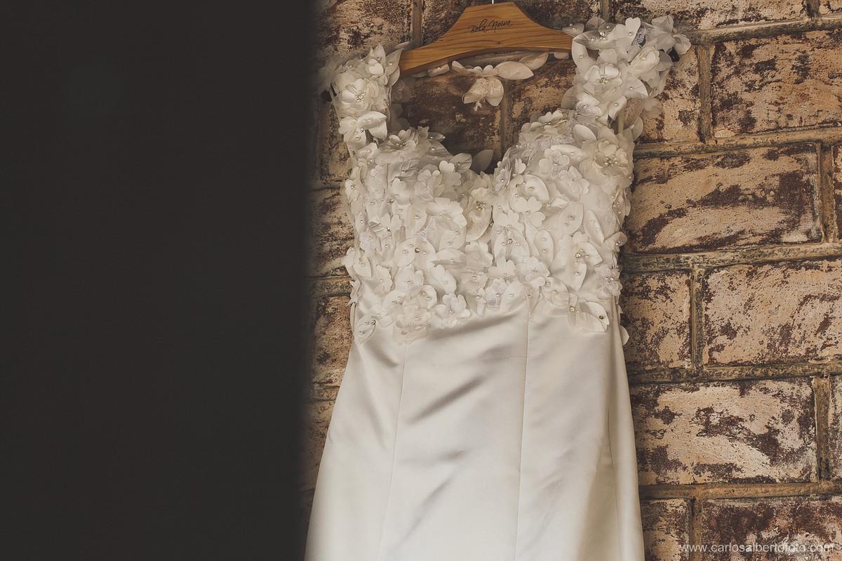 detalhe do vestido da noiva