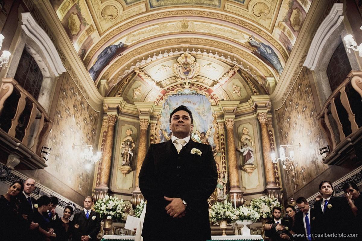 noivo aguardando a noiva