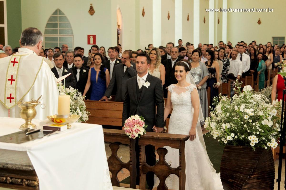 noivo, marquinho, making, caetanopolis, igreja matriz, casamento em, fotografo de casamento, dia especial, ceu azul, Carol e marquinho, desespetados, familia Dalle, casal