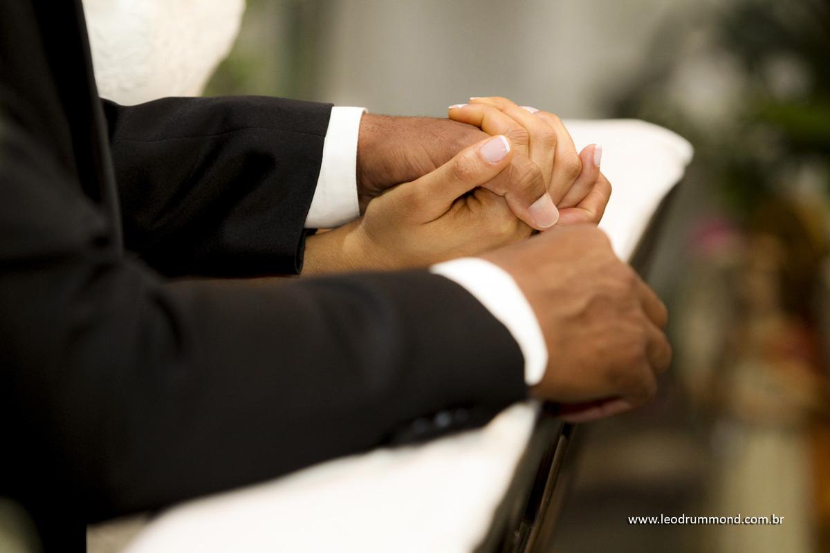 dando as mãos