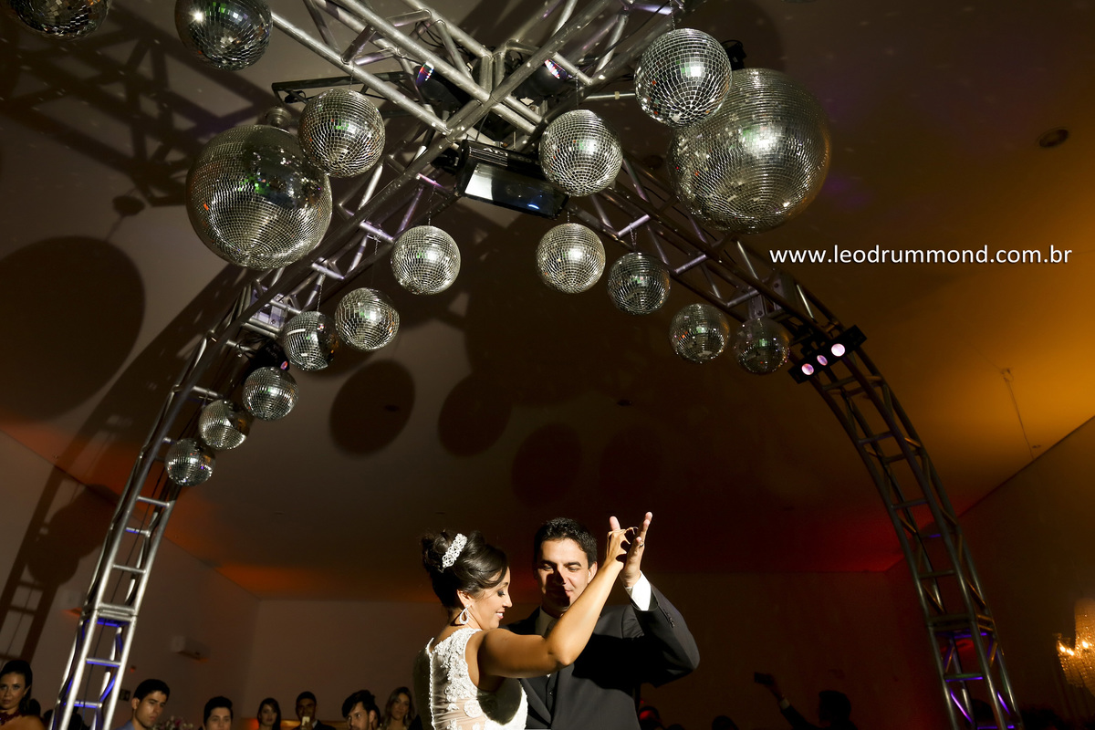 buffet marrom glace, danca, banda skarpas