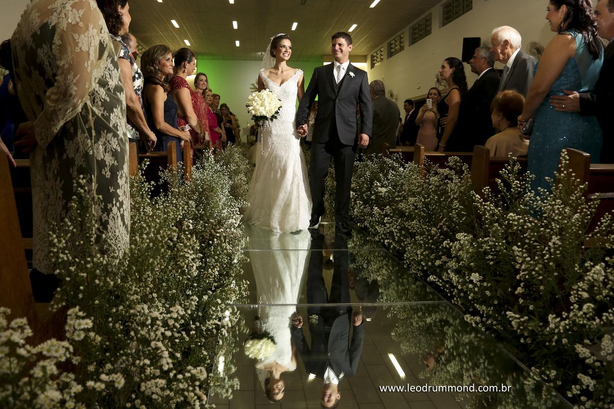 noivos, tapete de espelho, igreja do carmo sete lagoas