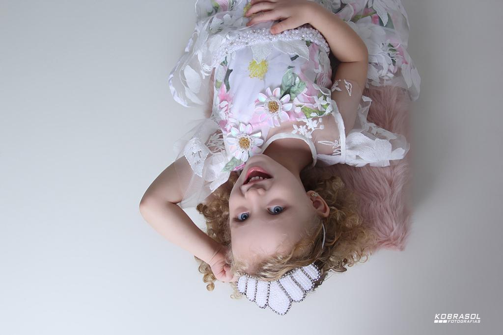 quatroanos, fotosdemenina, menina, criança, boneca, criançadequatroanos, bookdecriança