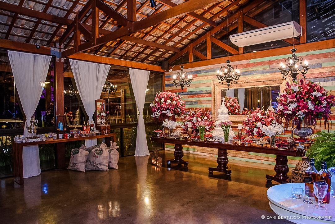 Decoração de Casamento - Wedding - Destination wedding - Fotografia de Casamento - Fotógrafa de Casamentos em SP - Dani Bertusso - Igreja Bom Pastor - Espaço Armazem 465 Alphaville