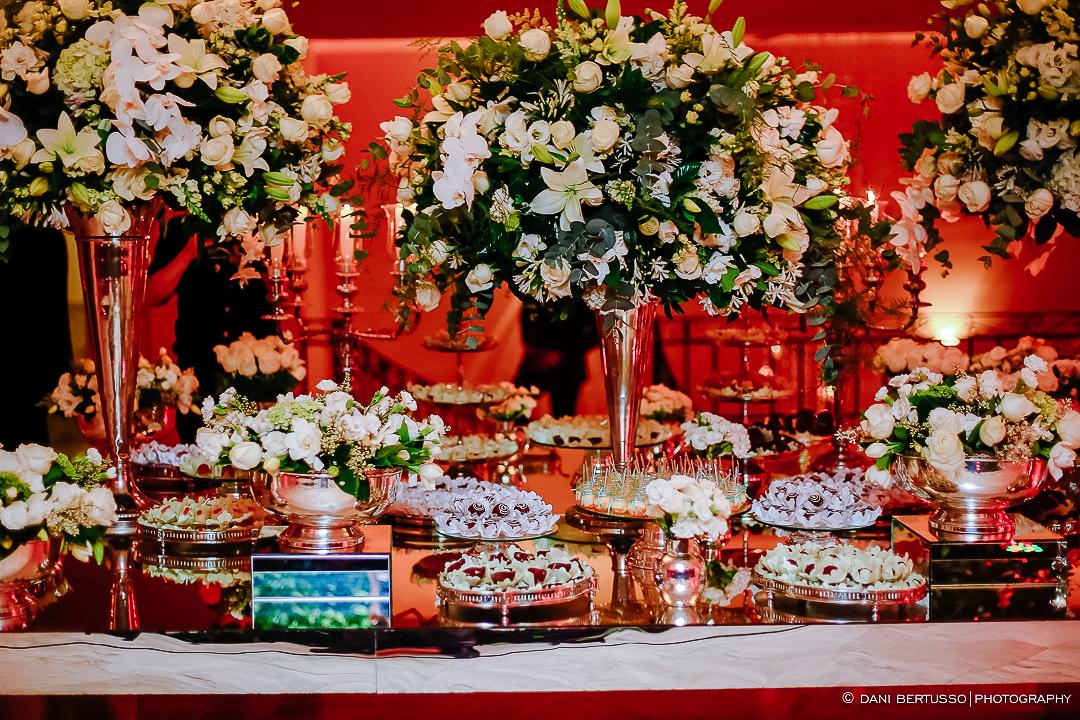 Decoração e Casamento - Wedding - Destination wedding - Fotografia de Casamento - Fotógrafa de Casamentos em SP - Dani Bertusso - Igreja São José do Jardim Europa - Buffet Torres São Paulo