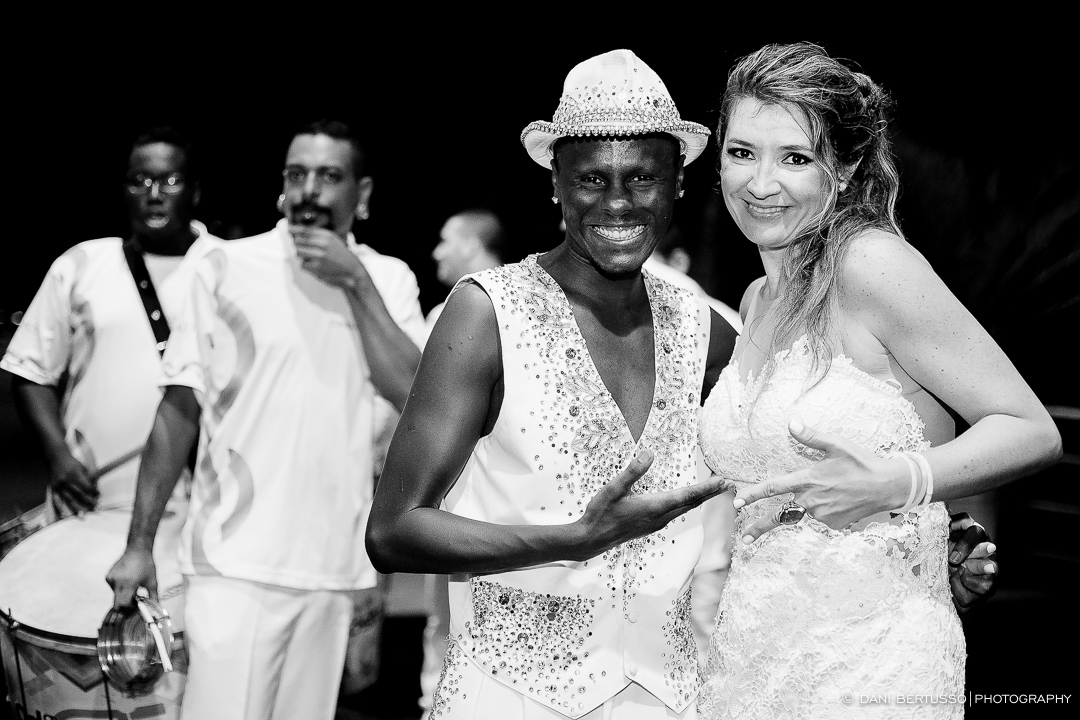 Fotografia de Aniversário Adulto - Festa com Bateria de Escola de Samba – Festa de 40 anos - Fotografia de Casamento - Fotógrafa de Casamentos e Família SP - Dani Bertusso - Buffet Max Mania São Paulo