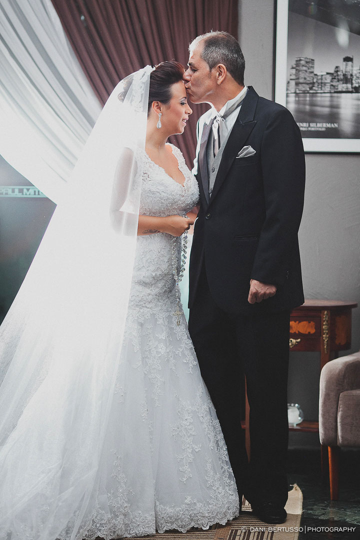 Casamento - Wedding day - Destination wedding - Fotografia de Casamento - Fotógrafa de Casamentos em SP - Dani Bertusso - Igreja do Calvário Pinheiros - Buffet Afrikan House