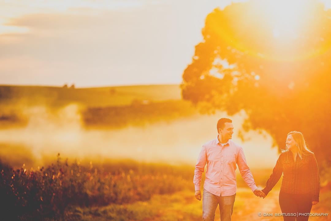 Ensaio fotográfico em Holambra - Pre wedding - Destination wedding - Fotografia de Casamento - Sessão de fotos no Campo - Fotógrafa de Casamentos em SP - Dani Bertusso