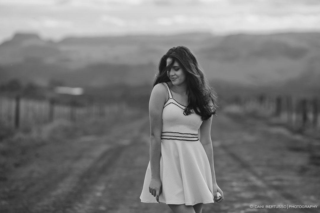 Ensaio fotográfico Feminino – Fotografia de 15 Anos - Fotografia de Casamento - Sessão de fotos -  Editorial de Moda - Fotógrafa de Casamentos e Família em SP - Dani Bertusso - Timburi