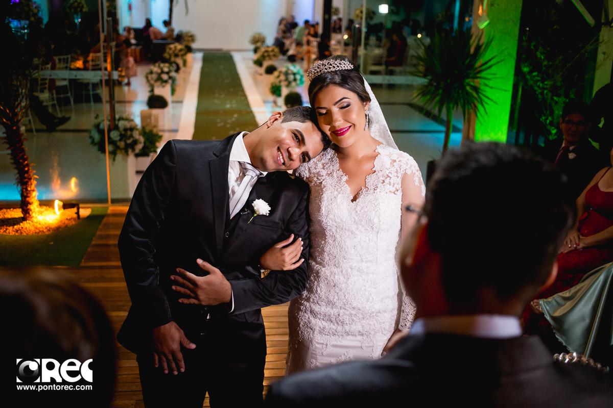 noiva, vestido de noiva, assesorio noiva, wedding, casamento, fotografo de casamento, video de casamento, ponto rec foto e cinema, emoção de casamento, noiva no altar, fotografo de casamento campo grande ms