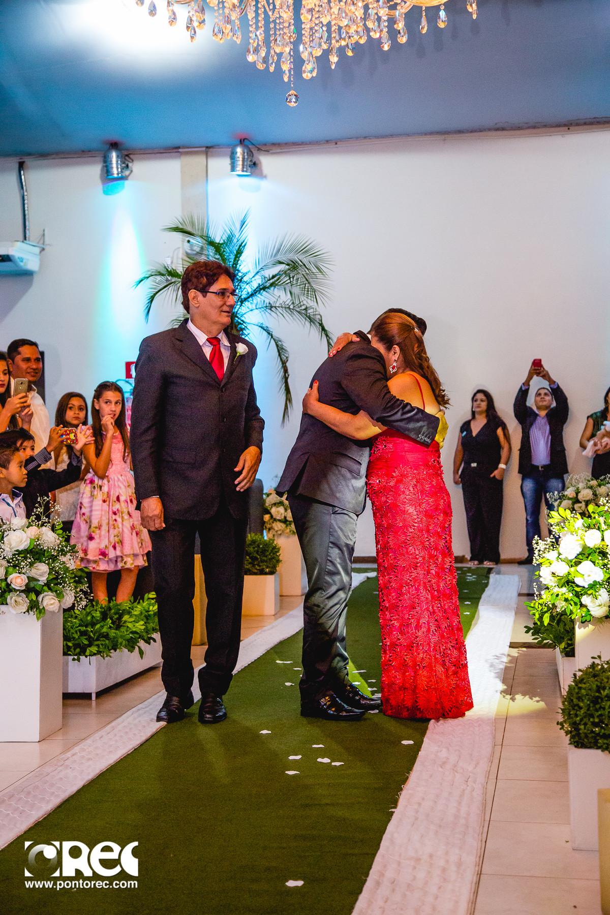noiva, vestido de noiva, assesorio noiva, wedding, casamento, fotografo de casamento, video de casamento, ponto rec foto e cinema, emoção de casamento, noiva no altar