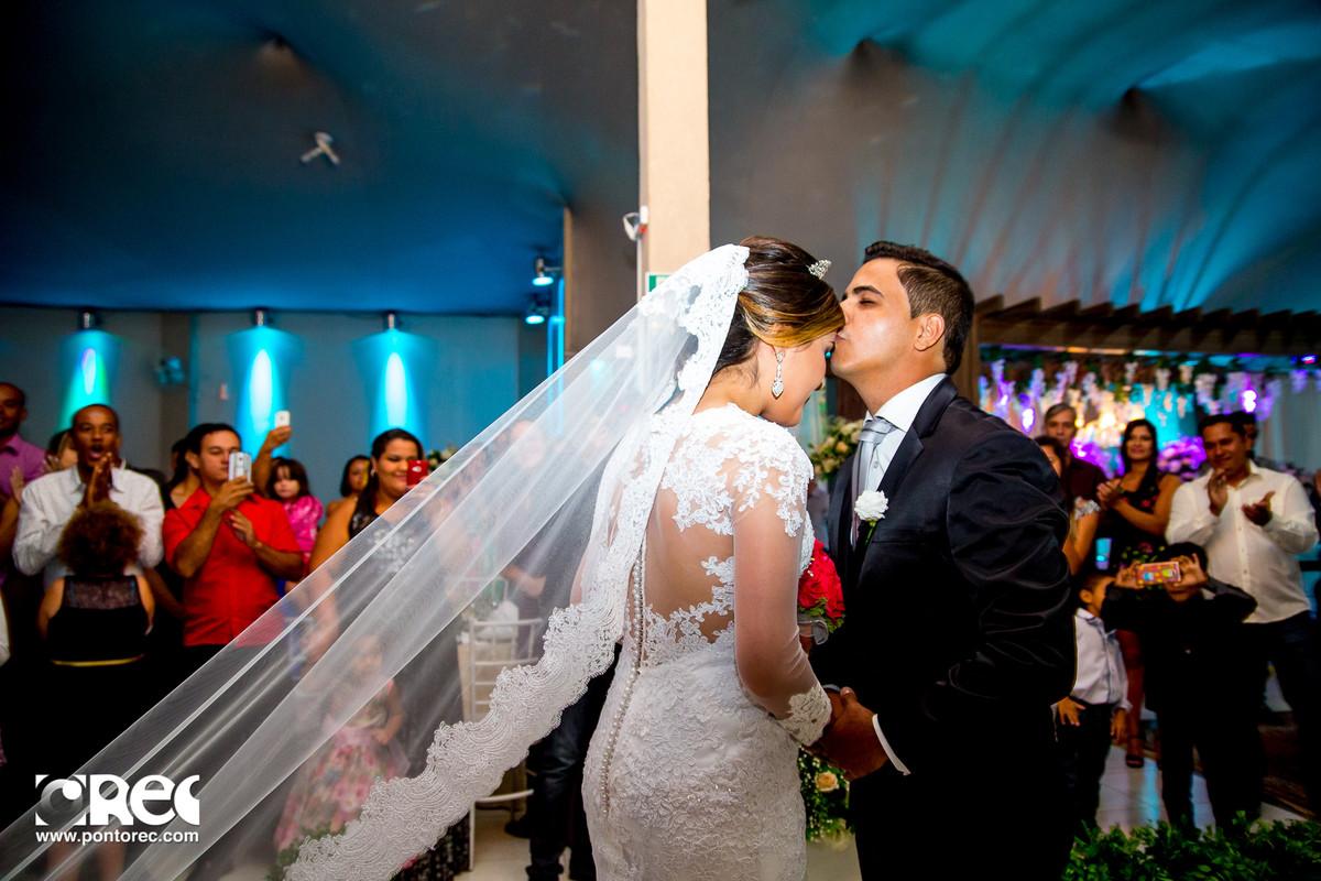 noiva, vestido de noiva, assesorio noiva, wedding, casamento, fotografo de casamento, video de casamento, ponto rec foto e cinema, emoção de casamento, noiva no altarnoiva, vestido de noiva, assesorio noiva, wedding, casamento, fotografo de