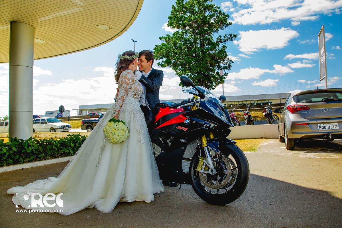 trash de dress, pirenopolis, goias, goiania, fotografia, fotografo de casamento, fotografo, fotografia de casamento, pre casamento, casamento com estilo, instalove,, cachoeira, por do sol, bmw