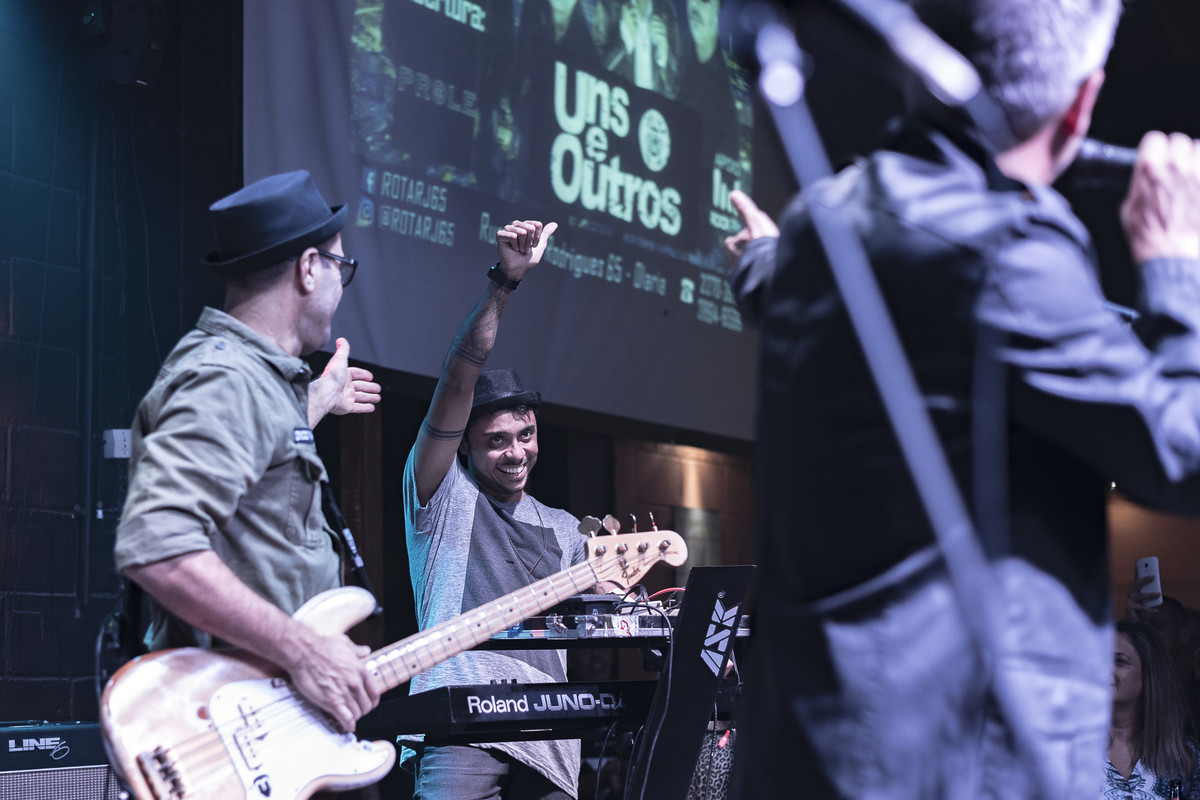 apresentação dos músicos com Thiago Gueu Marcelo Hayena show do Uns e Outros no Rota RJ 65 Olaria Marcos Bilate