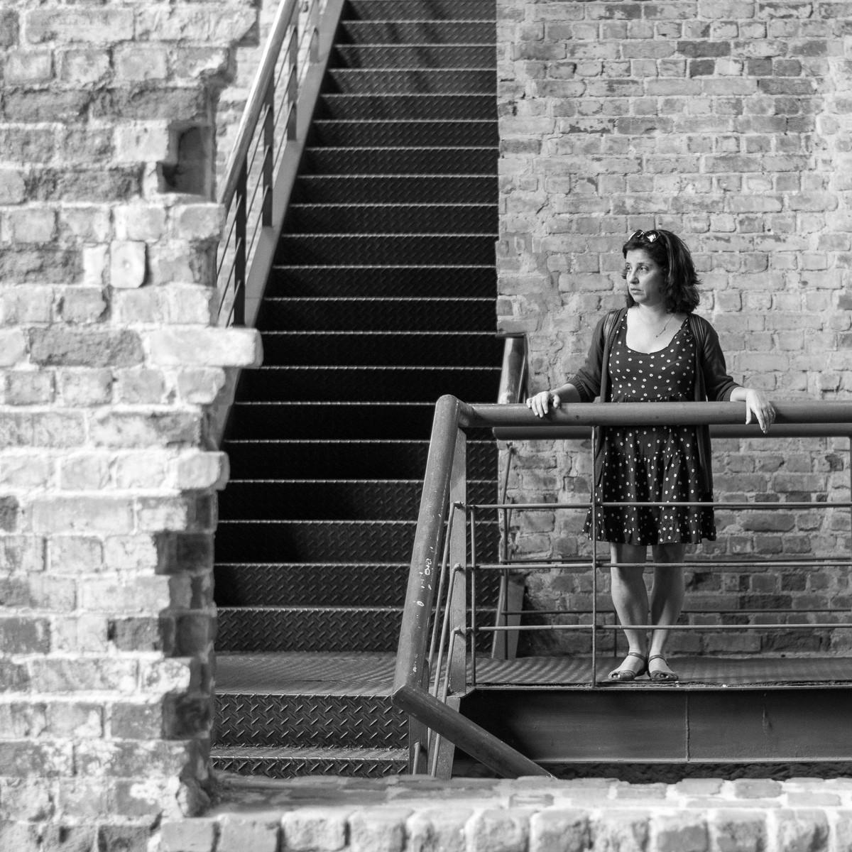Contemporaneidade; Santa Teresa; Rio de Janeiro; turismo; desilusão; melancolia; sofrencia; parque das ruínas; escada; tijolos; corrimão; preto e branco; pb