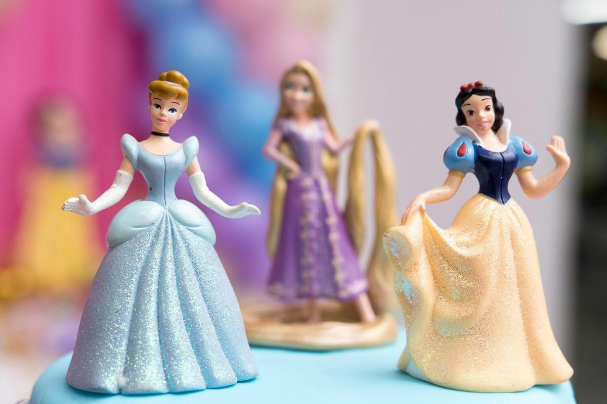 Aniversário princesas disney cinderela rapunzel branca de neve 3 anos topo de bolo macro