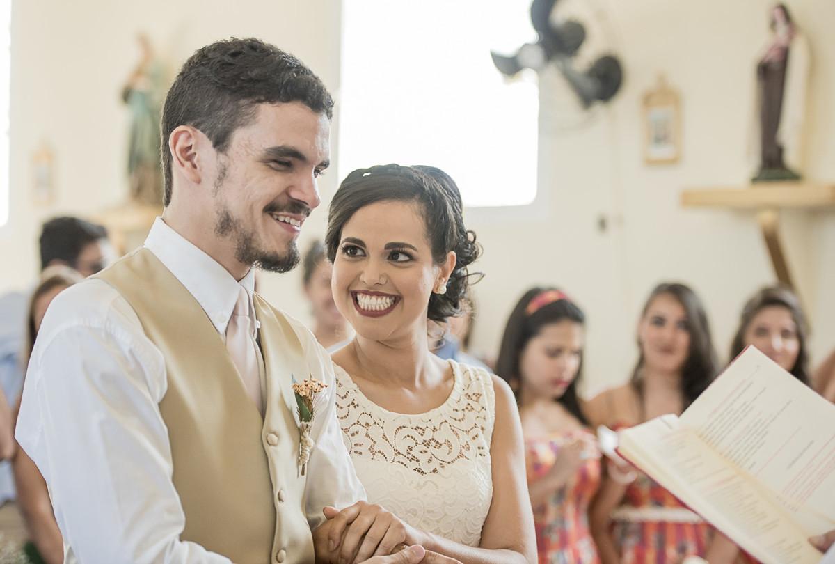 marcos bilate mangaratiba itaboraí rio de janeiro niterói casamento buque fotógrafo noivo noiva sorriso felicidade emoção igrejinha campo simples simplicidade