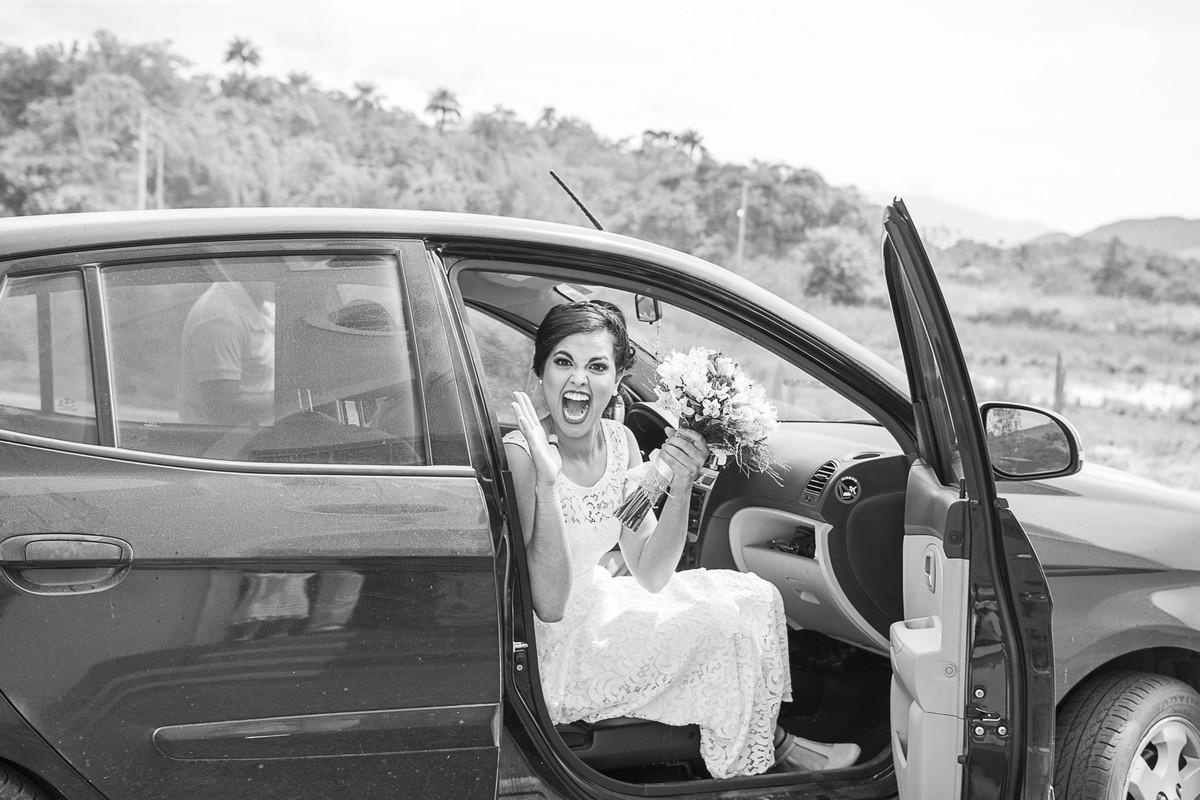 marcos bilate mangaratiba itaboraí rio de janeiro niterói casamento buque fotógrafo preto e branco carro entrada noiva grito gritando campo fazenda igrejinha entrada