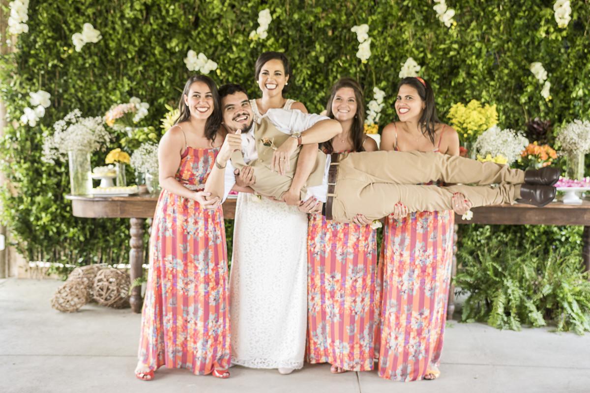 marcos bilate mangaratiba itaboraí rio de janeiro niterói casamento buque fotógrafo campo interior simples simplicidade madrinhas noiva noivo abotoadura flores mesa decoração