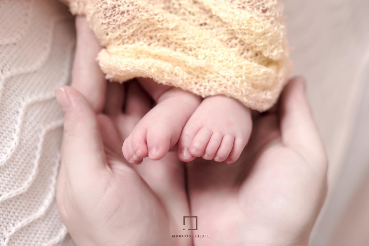 wrap Newborn recém-nascido faixinha tiara florzinha bebê lifestyle fofura fofinha cute marcosbilate marcos bilate fotografia detalhe pés mãos carinho eterno