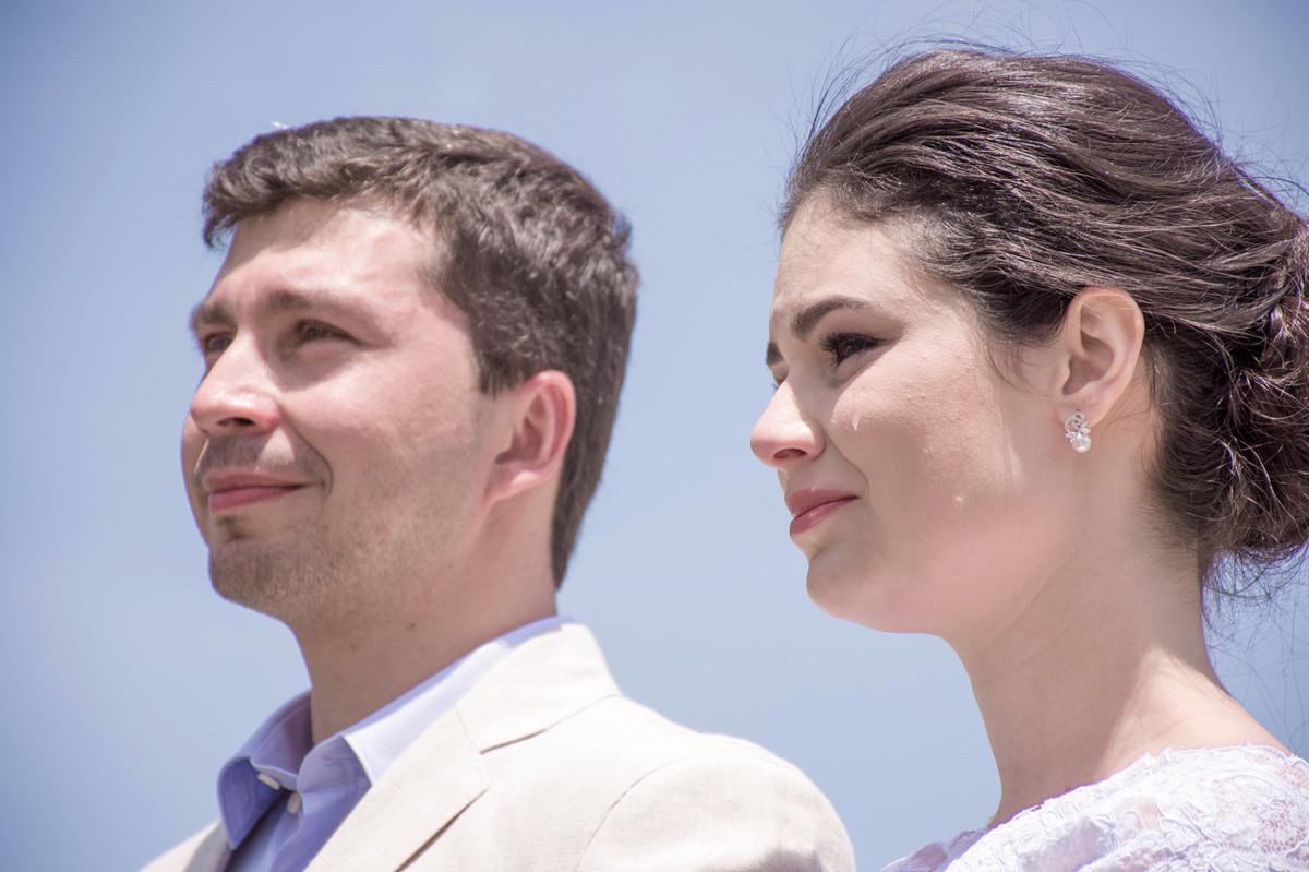 Casamento em Monte Sião Minas Gerais MG Destination wedding Marcos Bilate detalhe cerimônia  no campo ar livre diurno com sol noiva se emocionando chorando
