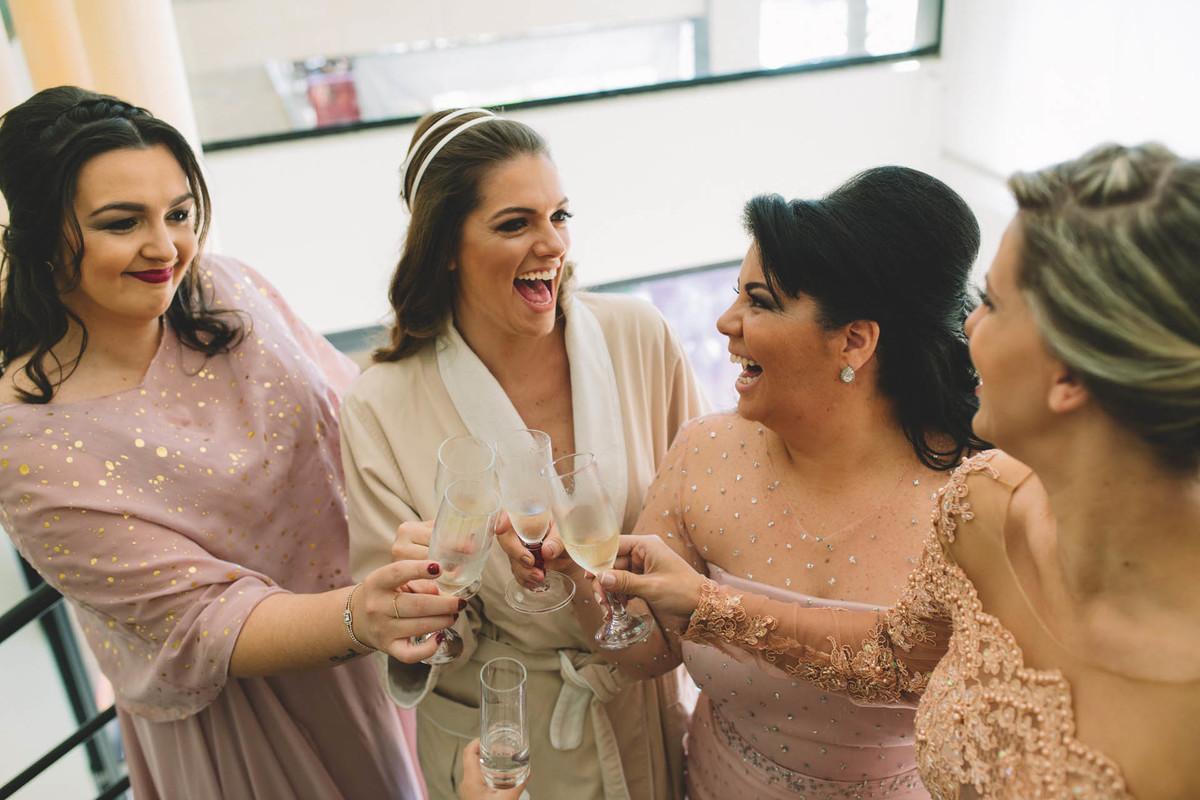 Making-of da noiva Lívia, Itatiba - SP - Brinde com madrinhas