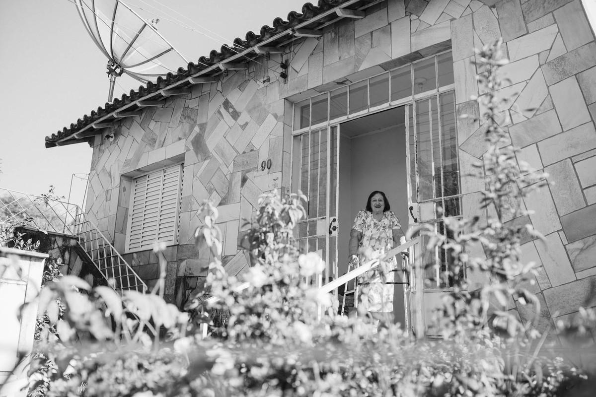 Noiva Lívia visitando sua avó antes da cerimônia