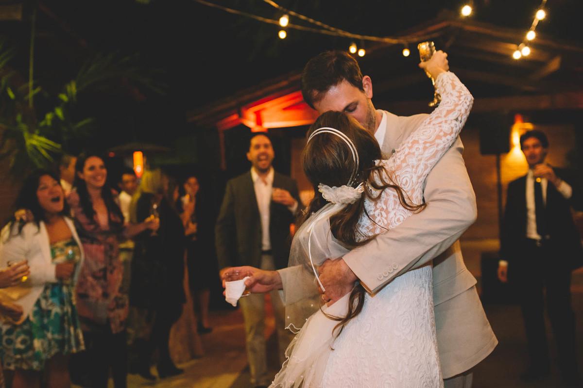 Casamento Lívia e Fernando, Campinas - SP, Quinta das Bromélias, festa e beijo