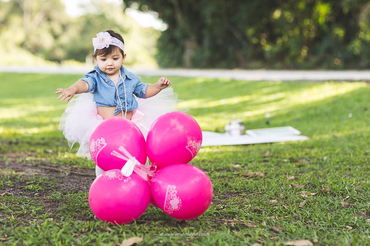 bebe com bolas rosas