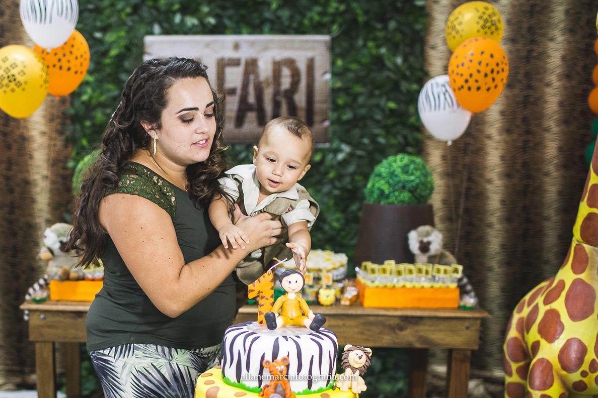 fotos criança apagando vela do bolo