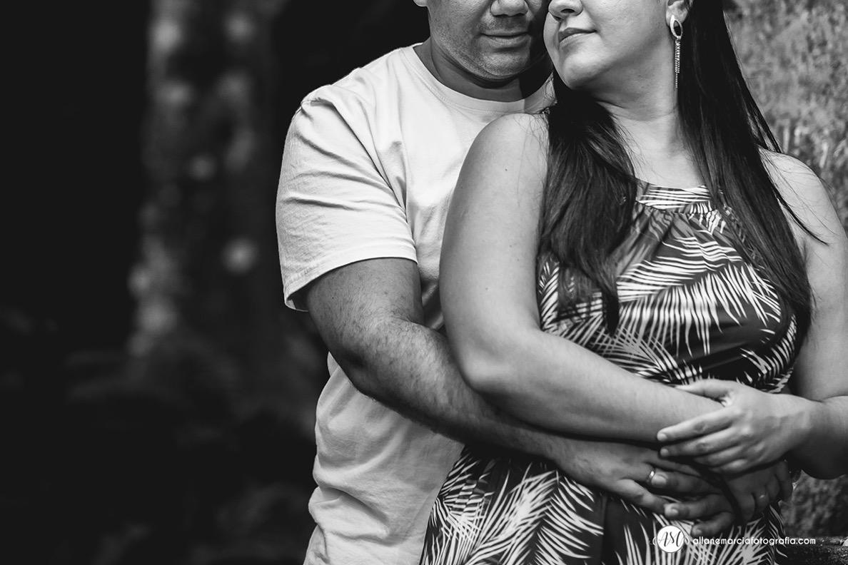 fotografia de noivos abraçado