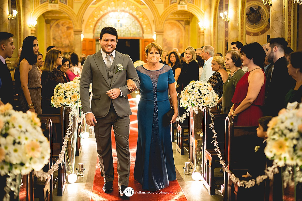entrada do noivo em igreja catíolica